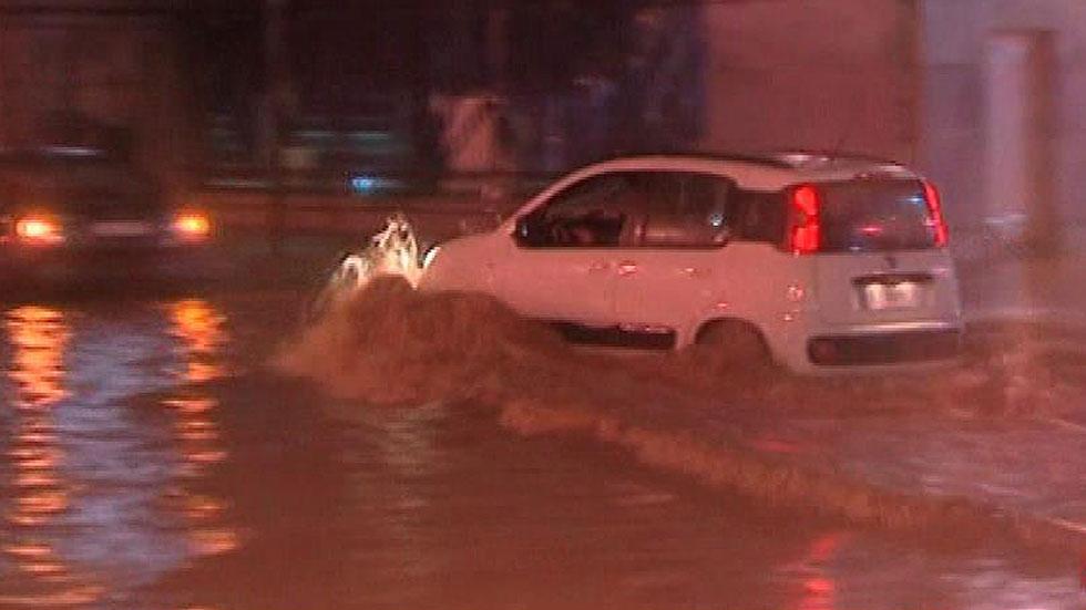 La lluvia ocasiona 200 incidencias en m laga y deja 130 for Tilapias por metro cuadrado