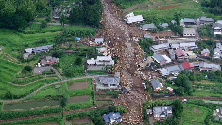 Las inundaciones sumergen China y Japón dejando millones de damnificados y al menos 32 muertos