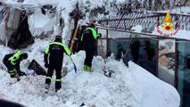Localizan a seis supervivientes sepultados bajo la nieve en el hotel italiano
