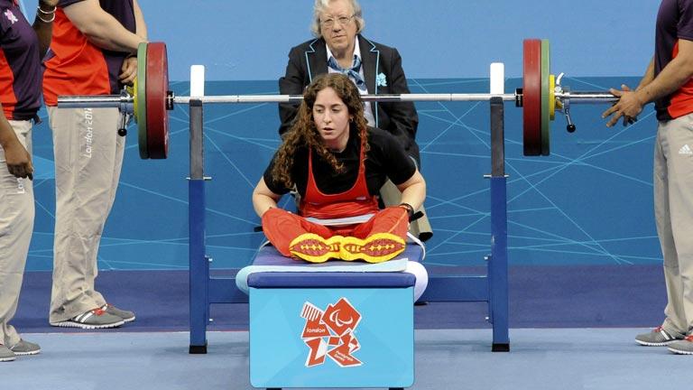 Loida Zabala se queda muy cerca del podio en halterofilia