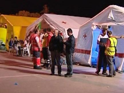 Ver vídeo  'En Lorca, se estima que 30.000 personas han pasado la noche al raso por miedo a las réplicas'
