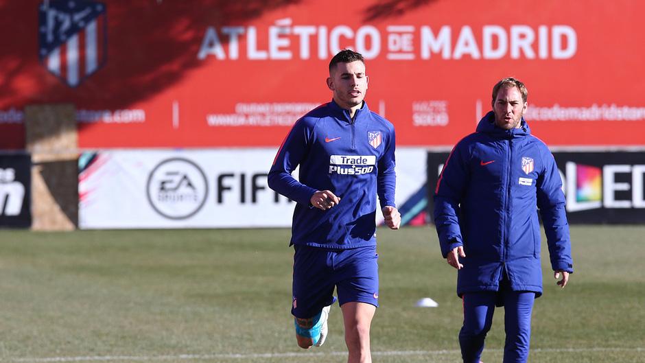 Ir al VideoLucas Hernández apura su recuperación en el último entrenamiento de 2018 del Atleti