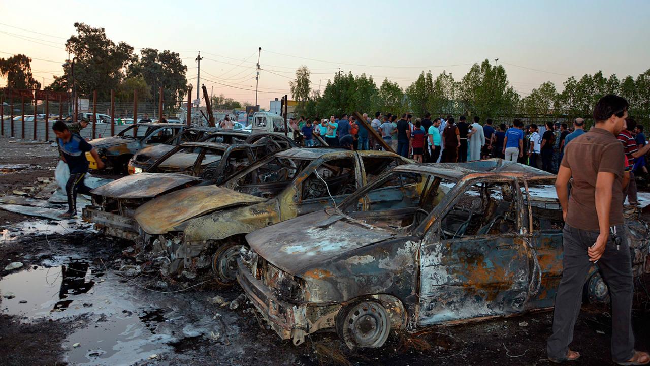 Lugar de la explosión de un coche bomba en el distrito de Habibiya en Bagdad