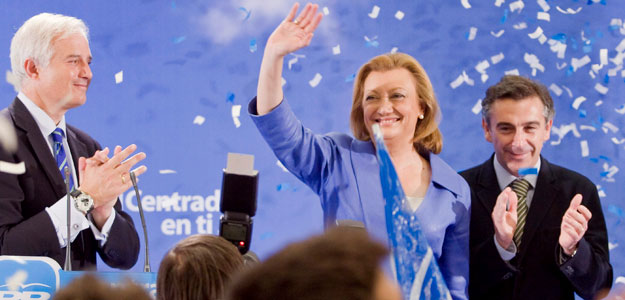 Luisa Fernanda Rudí celebra la victoria del PP en Aragón.