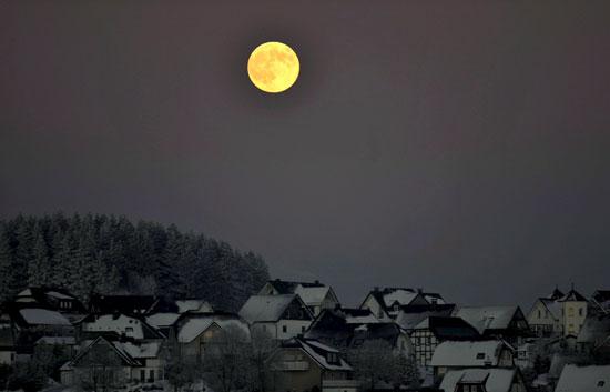 La Luna se muestra un catorce por ciento más grande y un treinta por ciento más brillante que en otros años