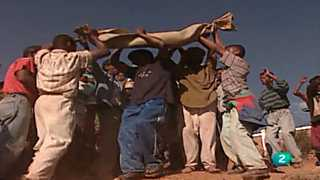 Otros pueblos - Madagascar I. Famadihana