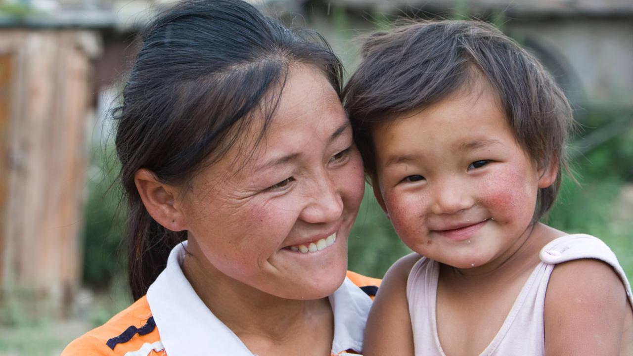 Una madre tailandesa y su hija.