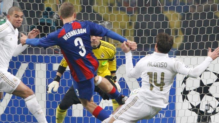 El Madrid deja escapar la victoria en Moscú