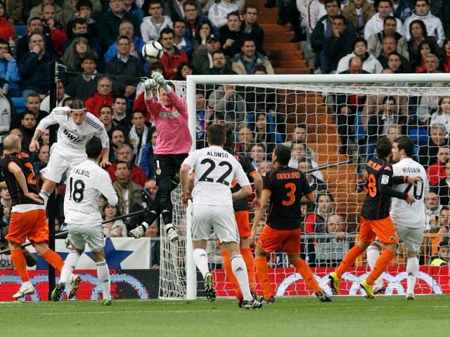 El Madrid le esconde el balón al Valencia