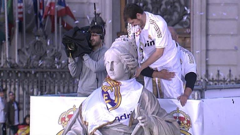 El Madrid festeja la Liga en Cibeles junto a su afición