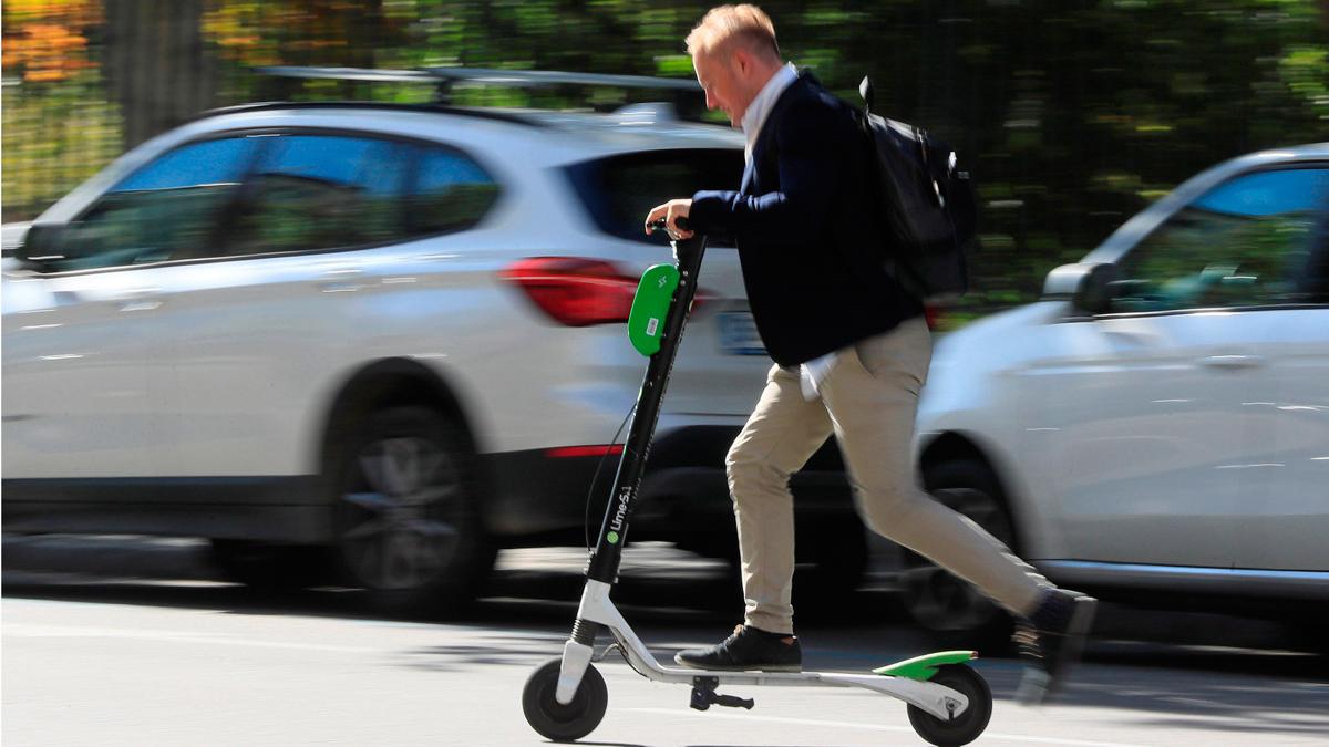 Ir al VideoMadrid ordena la retirada de los patinetes eléctricos de tres empresas