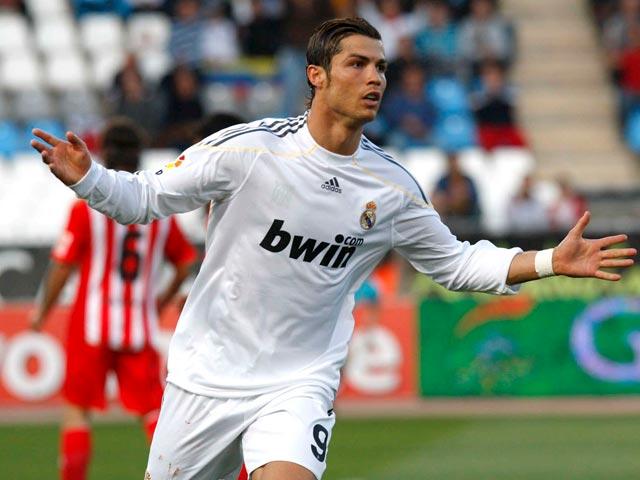 El Madrid remonta en Almería 1-2