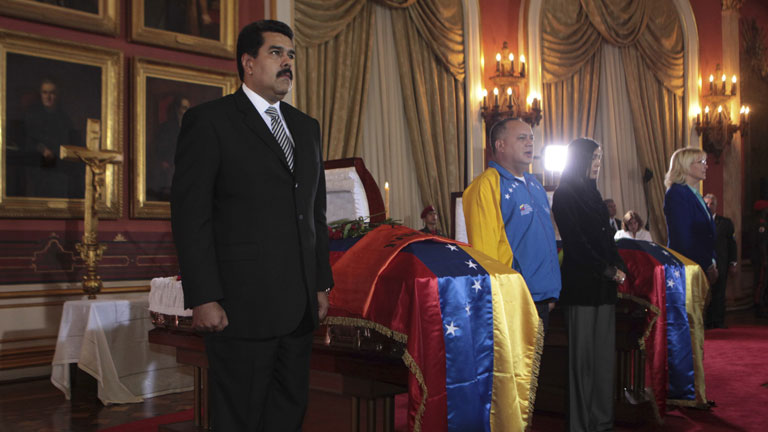 Maduro acusa a la oposición del asesinato del diputado chavista Robert Serra