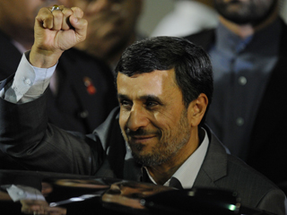 Ahmadineyad inicia su gira por Venezuela en busca de apoyos para su programa nuclear