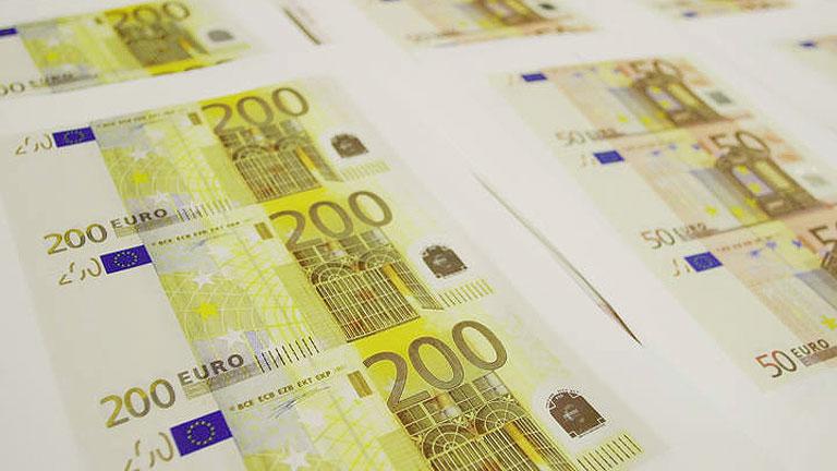 España capta 2.589 millones en deuda a largo plazo y sube el interés en todos los plazos