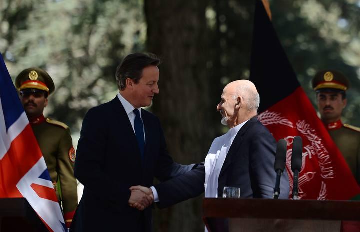 El mandatario del Reino Unido mantiene un encuentro con el nuevo presidente de Afganistán, Ashraf Gani.
