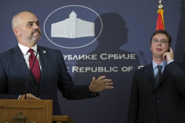 Los mandatarios serbio y albanés, Vucic y Rama