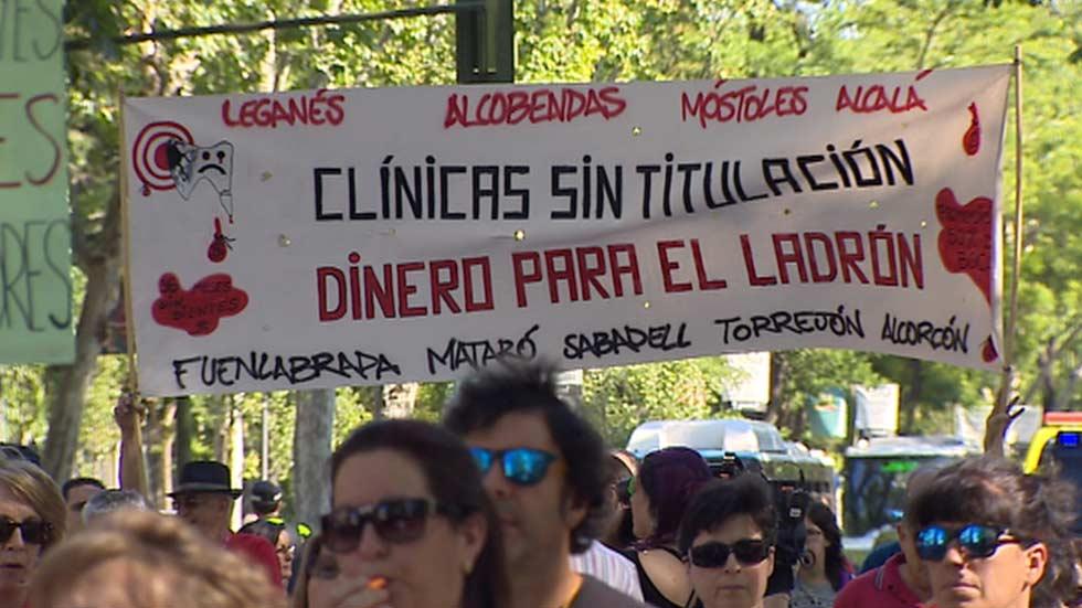 Manifestación en Madrid de los afectados por el fraude de Funnydent