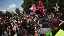 Ir al VideoManifestaciones en Carolina del Sur tras la retirada de la bandera confederada