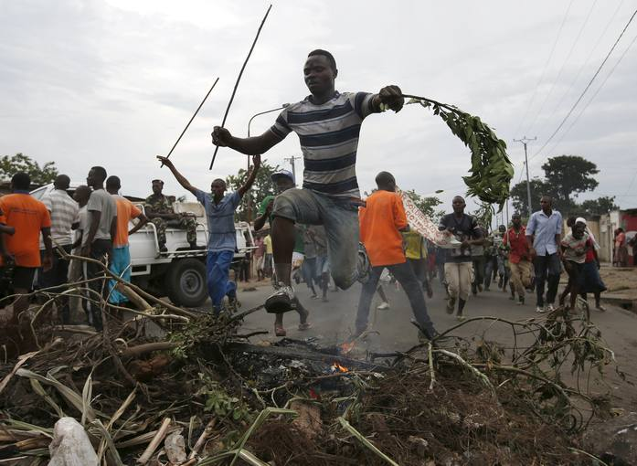 Manifestantes contra el presidente Nkurunziza en la capital de Burundi, Bujumbura