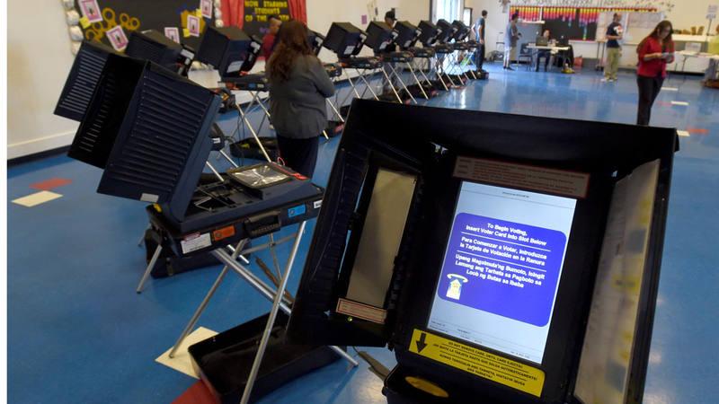 Máquinas electorales en un colegio en las Vegas, durante las elecciones presidenciales del 8 de noviembre de 2016