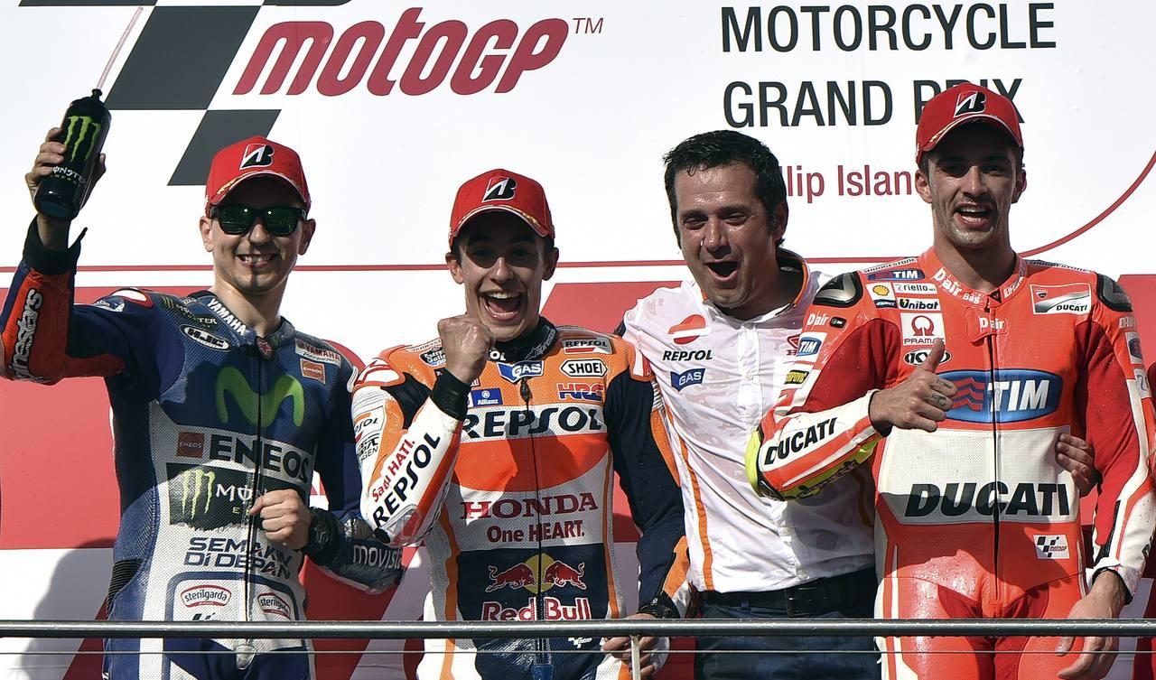 Marc Márquez escoltado en el podio de Phillip Island por Lorenzo y Iannone.