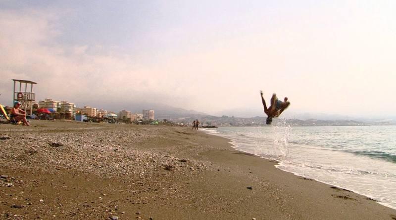 Marcos y Alex son conocidos en medio mundo por los saltos imposibles que entrenan en la playa de Torre del Mar
