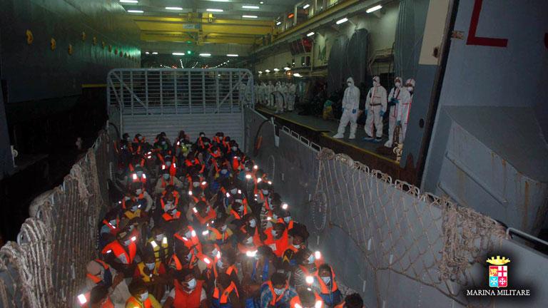 La marina italiana rescata a 1.900 personas frente a las costas de Sicilia