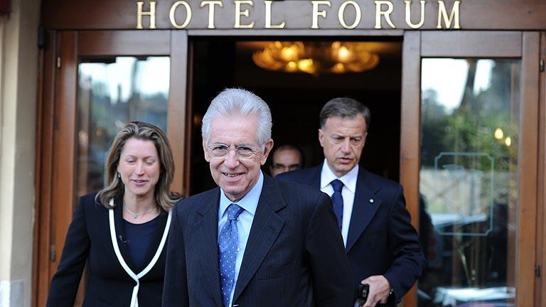 Monti, un excomisario de la UE del agrado de Merkel y Sarkozy