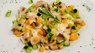 Saber Cocinar - Mariposas de pasta en crema de champiñones con parmesano