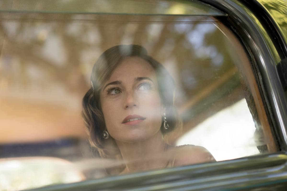 Marta Etura es Marta Ribas, una mujer hermosa e inteligente que soñaba con ser pianista