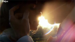 La sonata del silencio - Marta y Rafael se besan