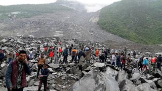 Un deslizamiento de tierra deja a 140 personas enterradas en Sichuan