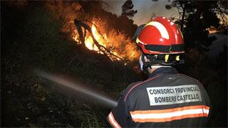 Más de 190 efectivos trabajan en un incendio en la Sierra Calderona, entre Castellón y Valencia