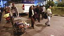Ir al VideoMás de un centenar de españoles evacuados de Nepal espera en India para salir hacia España