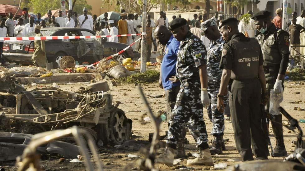 Más cien muertos en un triple atentado contra una gran mezquita de Nigeria