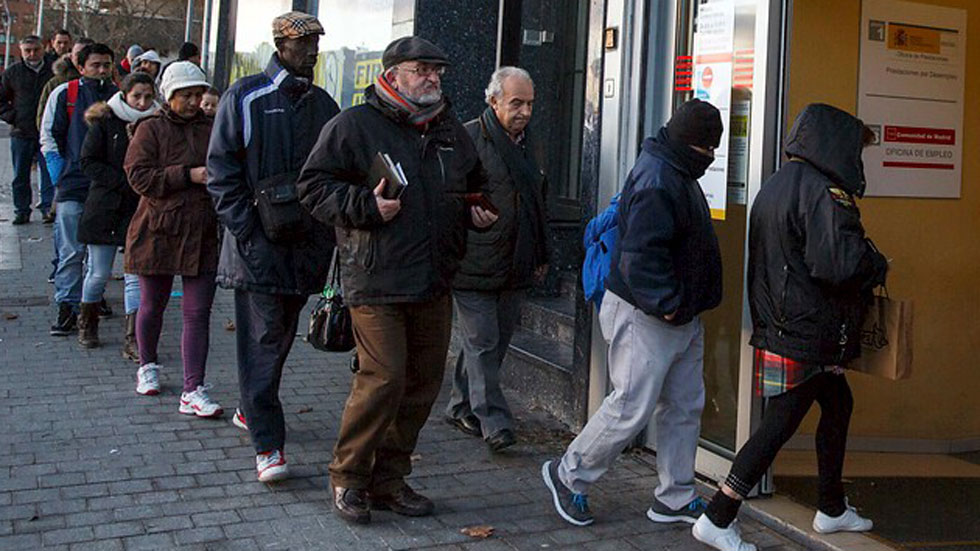 El número de parados se redujo en 477.900 en 2014 y la tasa de desempleo cerró en 23,7%