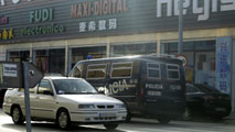 Ir al VideoMás de medio centenar de detenidos en una redada contra una trama india de fraude fiscal