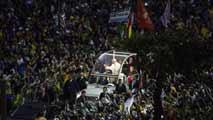 Ir al VideoMás de un millón de jóvenes dan la bienvenida al papa en Copacabana