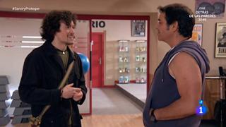 Servir y proteger - Max da clases de ligoteo a Eugenio