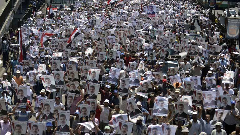 Máxima tensión en Egipto con manifestaciones opuestas