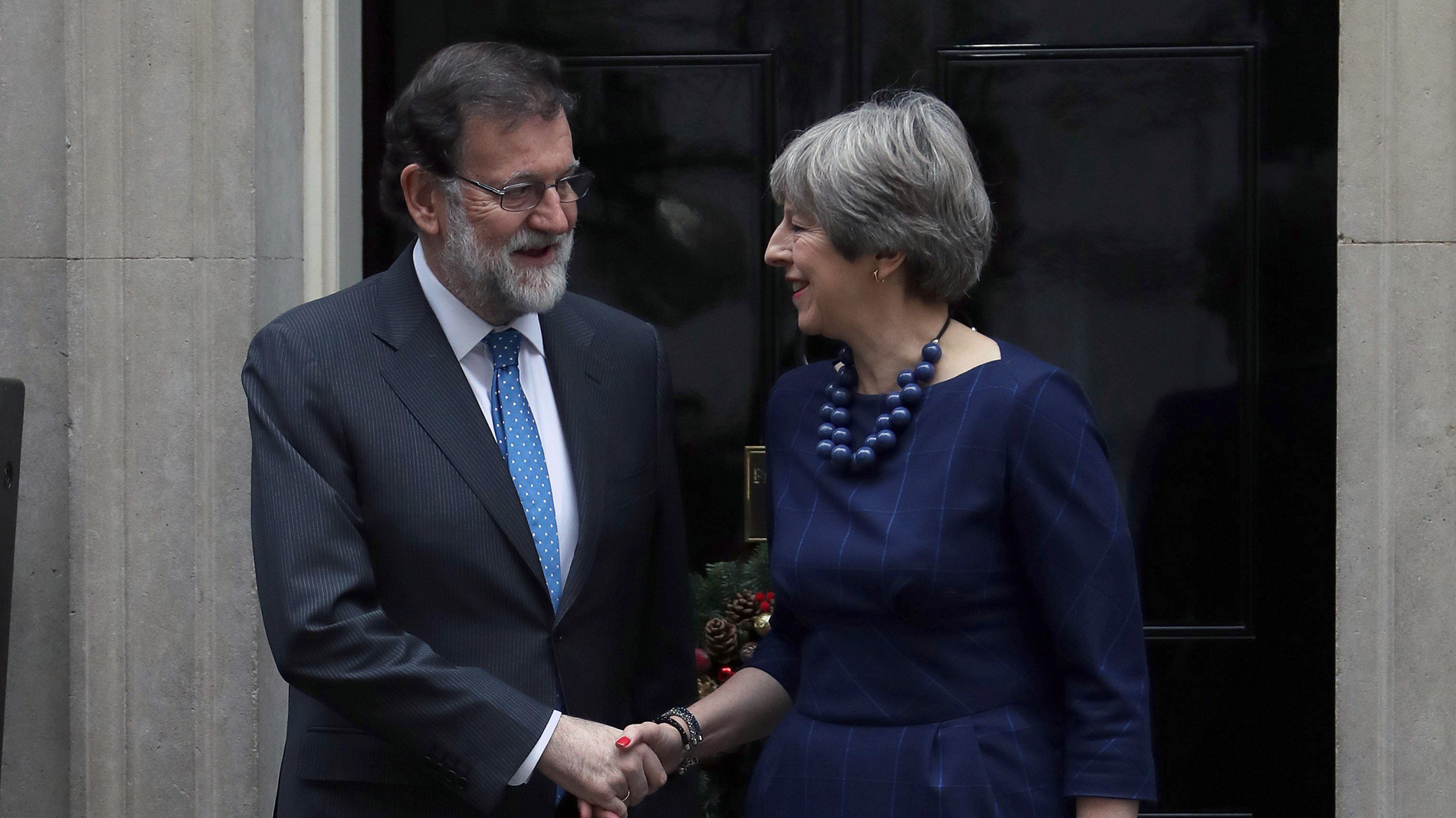 May ratifica a Rajoy su apoyo al Estado de Derecho ante la situación en Cataluña