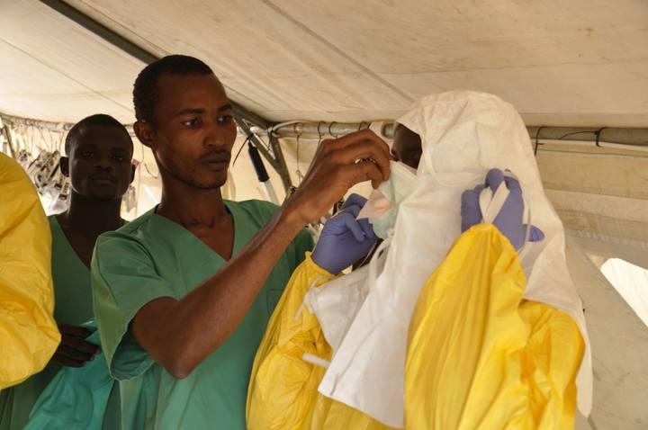 Médicos Sin Fronteras alerta de que tiene dificultades para responder a la gran cantidad de nuevos casos de Ébola.