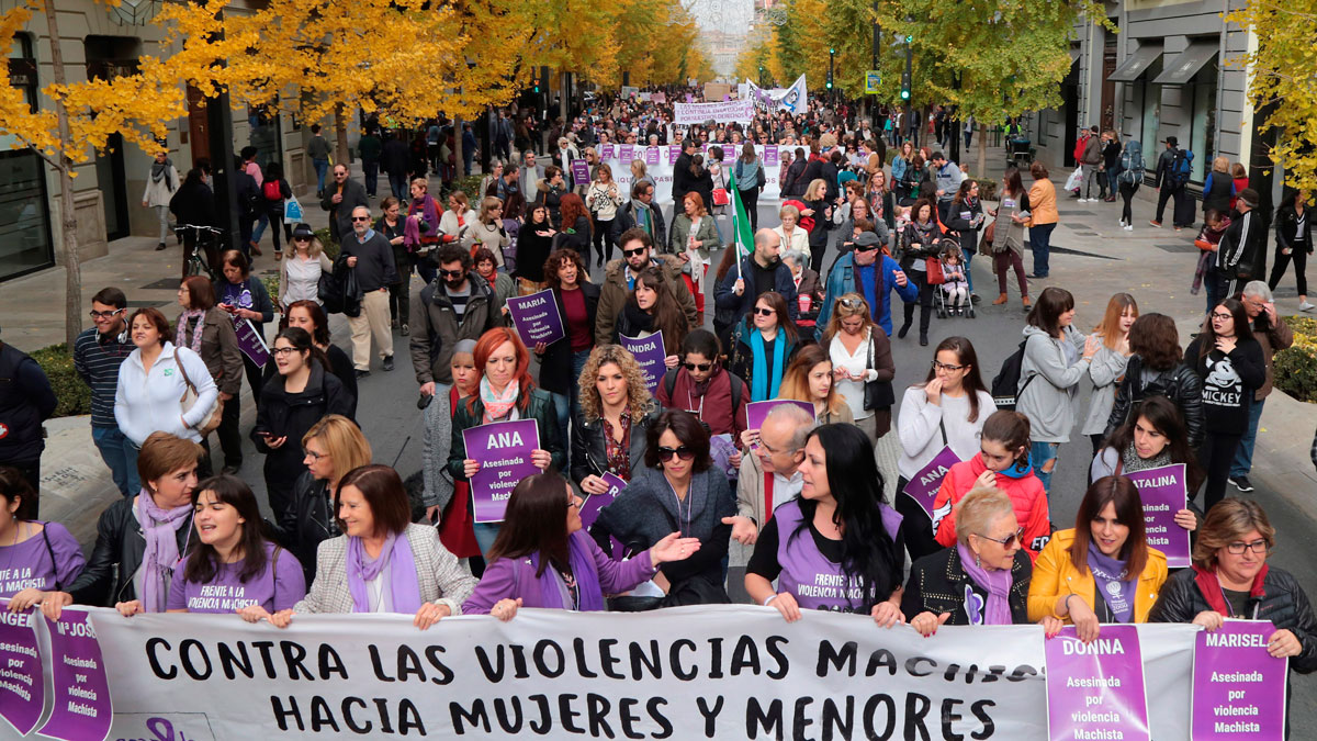 Ir al VideoMedio centenar de ciudades españolas marchan contra la violencia de género
