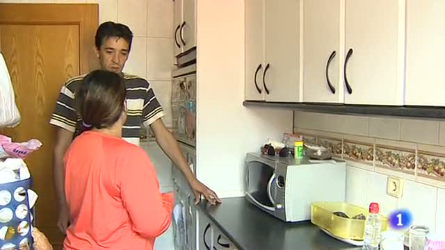 Ir al VideoMedio millón de hogares viven en España sin ningún tipo de recurso