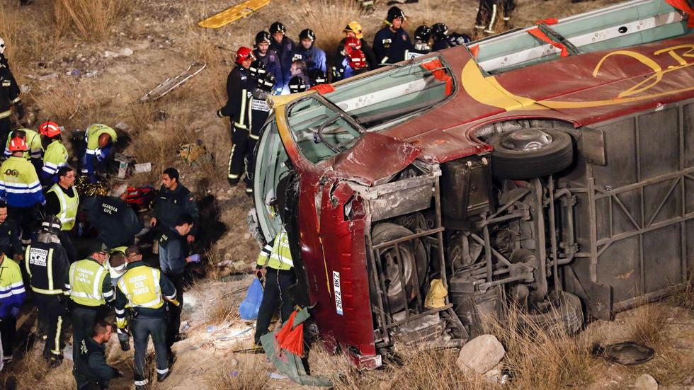 Al menos 12 personas mueren en un accidente de autocar en Murcia