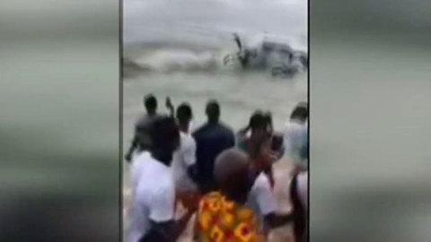 Ir al VideoAl menos cuatro muertos al estrellarse un avión de carga en el mar en Costa de Marfil