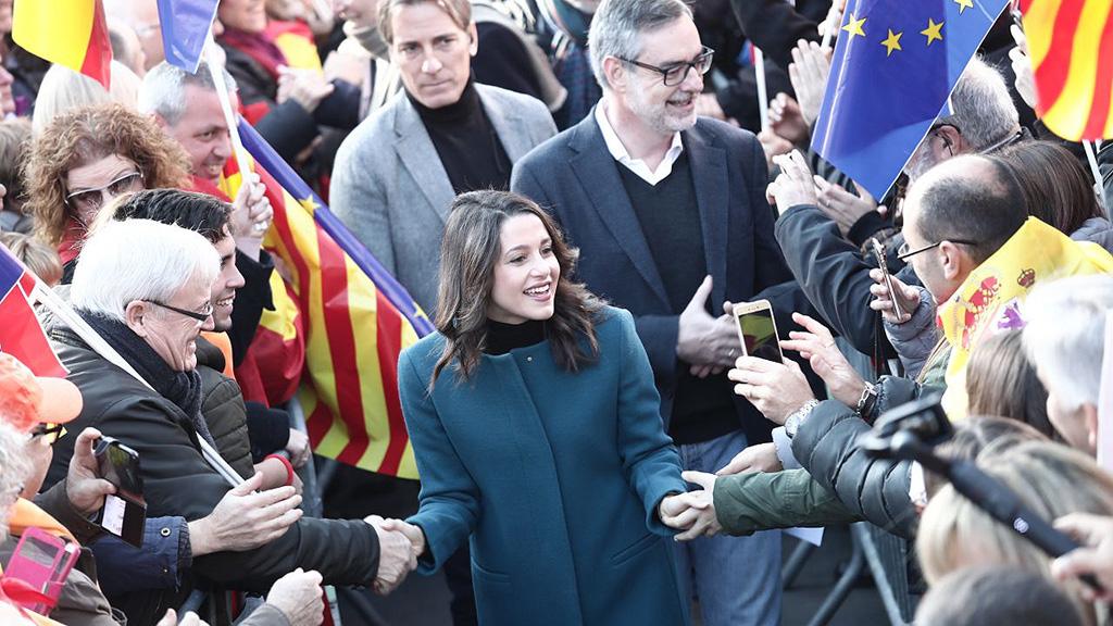 Los mensajes sobre la Constitución centran la jornada en la campaña electoral catalana