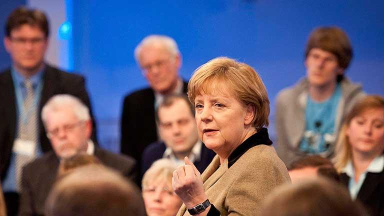 """Merkel descarta """"crecimiento a crédito"""" para superar la crisis de la eurozona"""