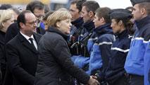 Ir al VideoMerkel, Rajoy y Hollande se reúnen en el lugar de la tragedia
